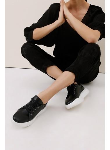 Gusto Kalın Tabanlı Sneaker - Beyaz Kalın Tabanlı Sneaker - Beyaz Siyah